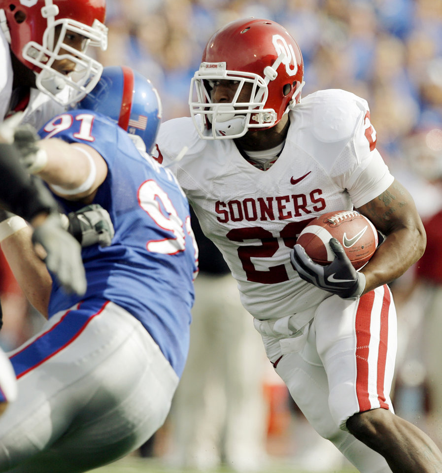 Photo - OU's Chris Brown (29) runs for a touchdown in the fitst quarter of the college football game between the University of Oklahoma Sooners (OU) and the University of Kansas Jayhawks (KU) on Saturday, Oct. 24, 2009, in Lawrence, Kan. OU won, 35-13. Photo by Nate Billings, The Oklahoman