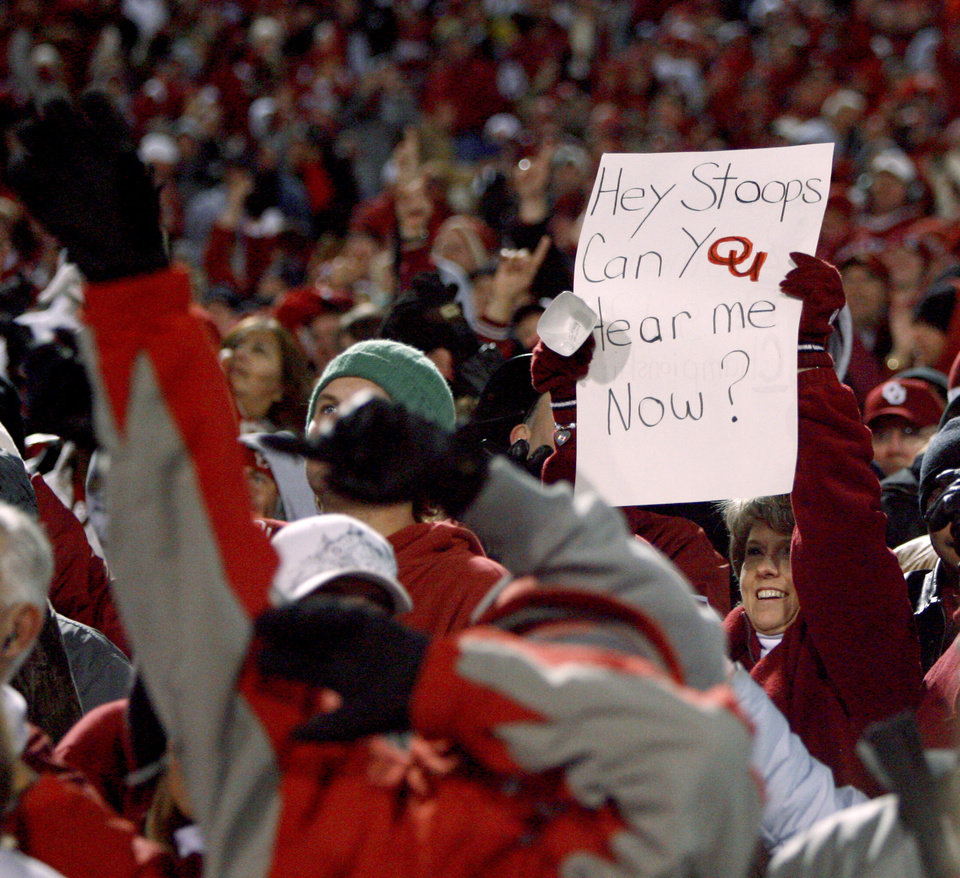 Photo - OU fans cheer during the college football game between the University of Oklahoma Sooners and Texas Tech University at Gaylord Family -- Oklahoma Memorial Stadium in Norman, Okla., Saturday, Nov. 22, 2008. BY BRYAN TERRY, THE OKLAHOMAN
