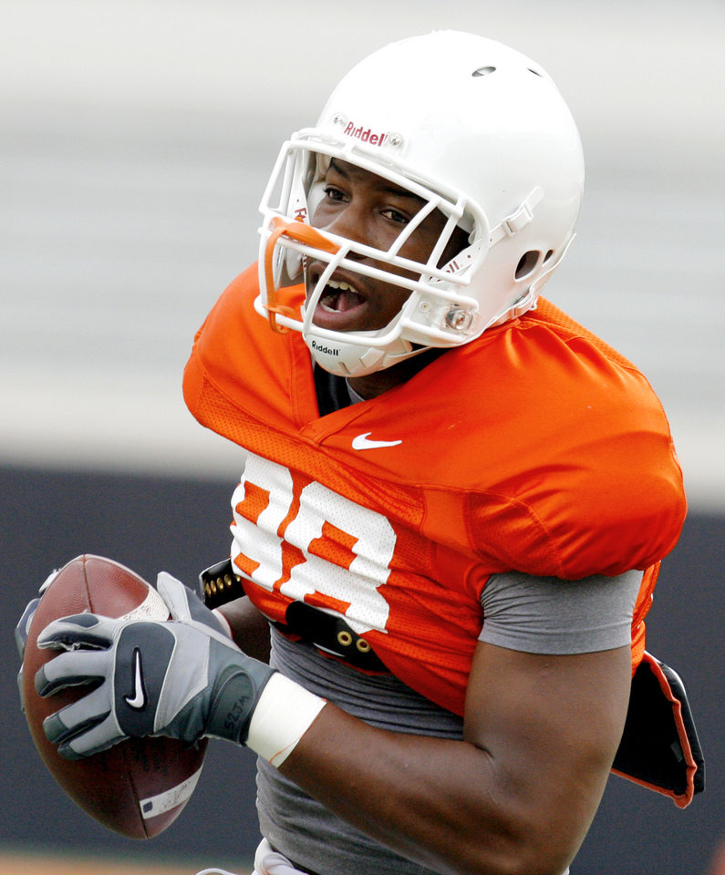 Photo - OSU COLLEGE FOOTBALL: Tight end Jamal Mosley during a drill before the Oklahoma State University football scrimmage at Boone Pickens Stadium in Stillwater, Okla., Saturday, August 9, 2008. BY MATT STRASEN, THE OKLAHOMAN ORG XMIT: KOD