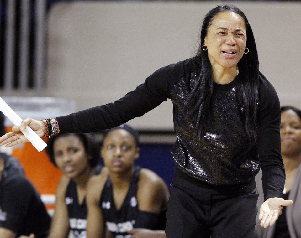 Photo - South Carolina head coach Dawn Staley reacts to a call during the first half of an NCAA college basketball game against Kentucky, Thursday, Feb. 20, 2014, in Lexington, Ky. (AP Photo/James Crisp)