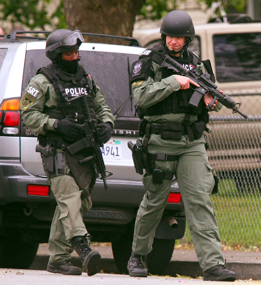 Photo -   Homeland Security Special Response Team members patrol the scene near a home where they served warrants on McNeil Avenue in Petaluma, Calif., Thursday, May 3, 2012. Three Immigration and Customs Enforcement agents suffered injuries while serving warrants, federal officials said. (AP Photo/The Press Democrat, Jeff Kan Lee)