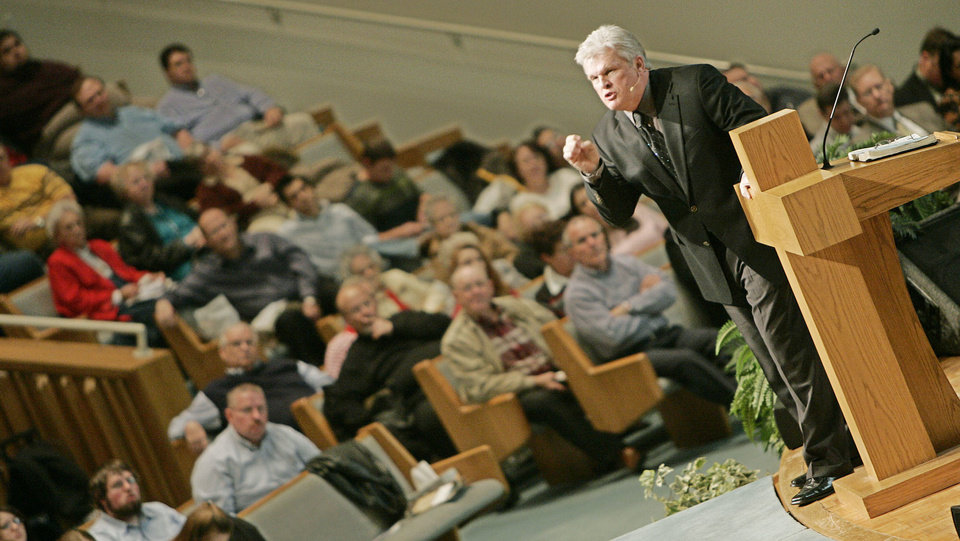 Photo - The Rev. Rick Ousley, vocational evangelist and founder of Quixotic Ministries of Chelsea, Ala., speaks during the 2007 Baptist General Convention of Oklahoma's State Evangelism Conference at First Baptist Church of Edmond. The Oklahoman Archive Photo