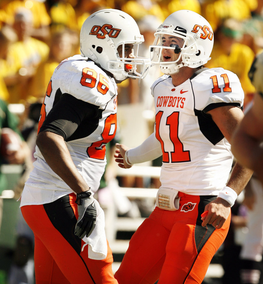 Photo - Zac Robinson (11) greets his receiver Wilson Youman (86) after a touchdown pass during the college football game between Baylor University and Oklahoma State University (OSU) at Floyd Casey Stadium in Waco, Texas, on Saturday, Oct. 24, 2009.  Photo by Steve Sisney, The Oklahoman