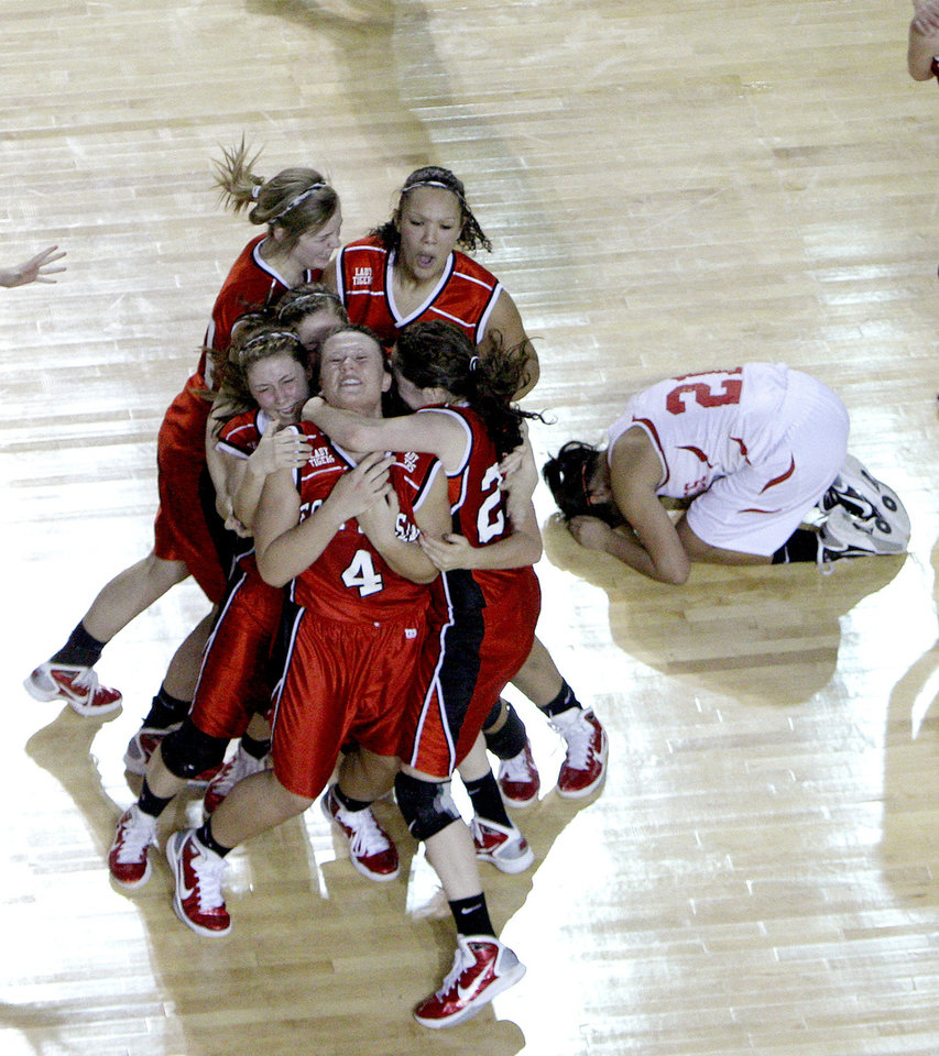 FORT GIBSON / CLASS 4A GIRLS HIGH SCHOOL BASKETBALL / STATE TOURNAMENT / CELEBRATE / CELEBRATION: Ft. Gibson reacts to their win over Cache as Cache's  Katelynn Martine (21) reacts in the 4A girls championship game, Saturday, March, 12, 2011, at the the State Fair Arena. Okla. Photo by Sarah Phipps, The Oklahoman.  ORG XMIT: KOD