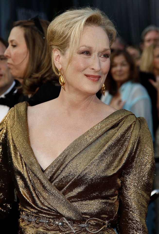 Meryl Streep arrives before the 84th Academy Awards on Sunday, Feb. 26, 2012, in the Hollywood section of Los Angeles. (AP Photo/Matt Sayles) ORG XMIT: OSC301