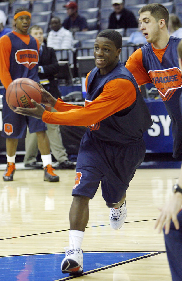 Photo - SYRACUSE UNIVERSITY / COLLEGE BASKETBALL / NCAA TOURNAMENT / SWEET SIXTEEN: Syracuse's Jonny Flynn drives the ball in the lane during media and practice day of the NCAA Men's Basketball Regional at the FedEx Forum on Thursday, March 26, 2009, in Memphis, Tenn. Syracuse will play Oklahoma in the Sweet 16 on Friday.  PHOTO BY CHRIS LANDSBERGER, THE OKLAHOMAN  ORG XMIT: KOD