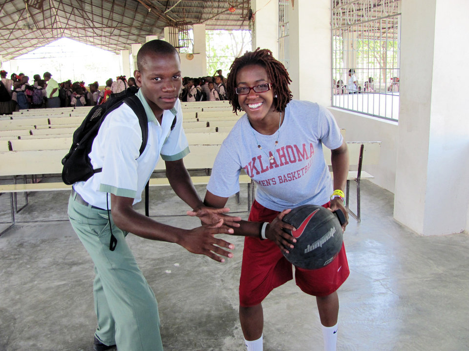 Photo - UNIVERSITY OF OKLAHOMA / WOMEN'S COLLEGE BASKETBALL TEAM / HAITI TRIP: The OU women's bsketball team trip to Haiti. Danielle Robinson, right, and the Sooners helped out at the Mission of Hope in Haiti. PROVIDED ORG XMIT: KOD