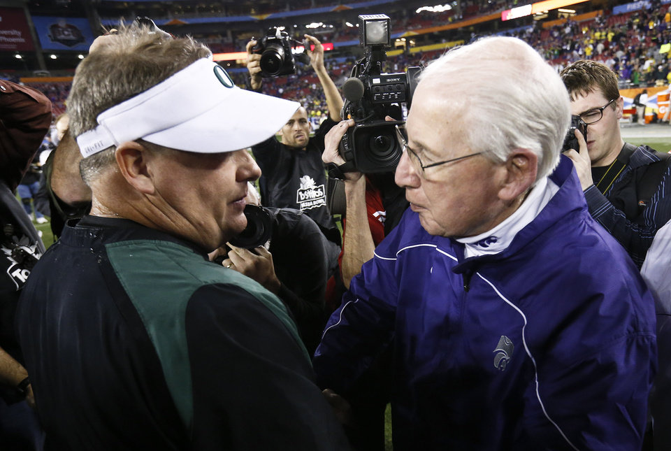 Photo - Oregon head coach Chip Kelly, left, and Kansas State head coach Bill Snyder meet on the field after the Fiesta Bowl NCAA college football game Thursday, Jan. 3, 2013, in Glendale, Ariz.  Oregon defeated Kansas State 35-17.(AP Photo/Ross D. Franklin)