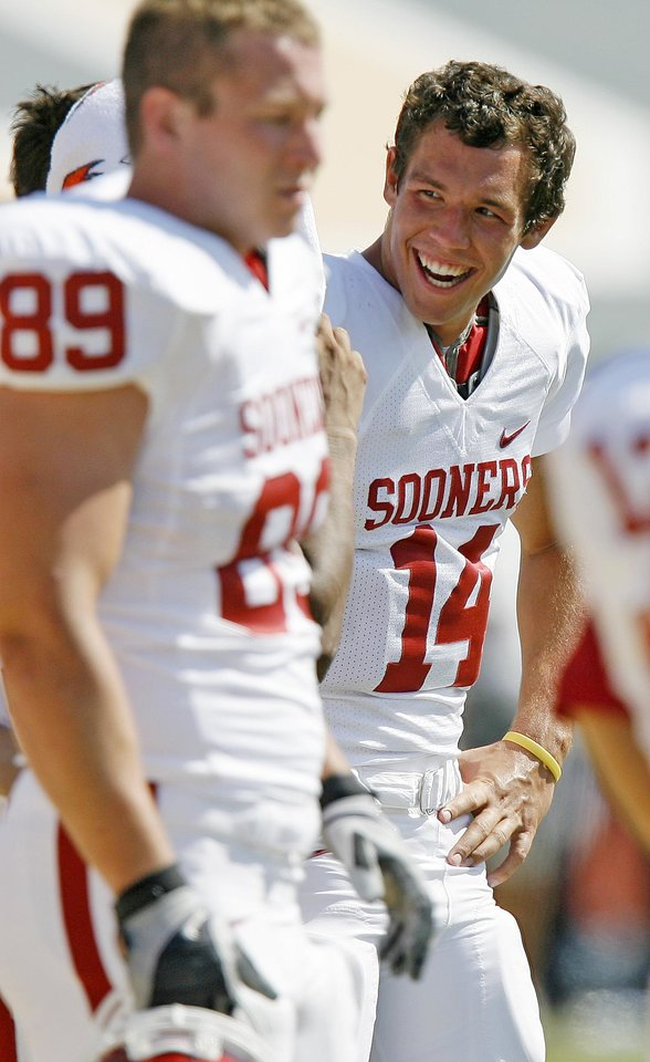 Photo - OU's Sam Bradford laugh in the second half of the college football game between the University of Oklahoma (OU) and Baylor University at Floyd Casey Stadium in Waco, Texas, Saturday, October 4, 2008.   BY BRYAN TERRY, THE OKLAHOMAN ORG XMIT: KOD