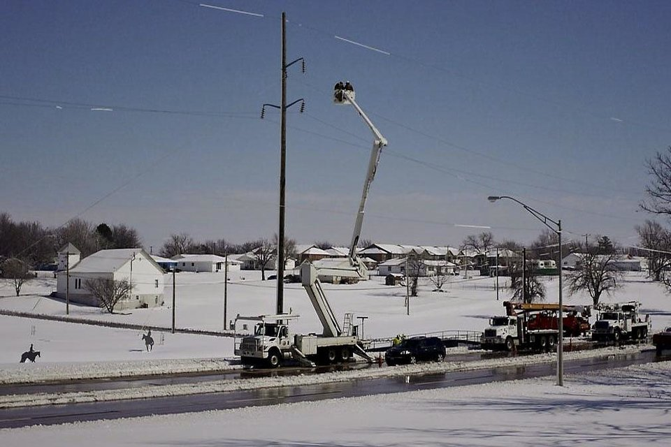 OG&E crews work to restore power to thousands of Enid residents. Photo by Adam Kemp, The Oklahoman