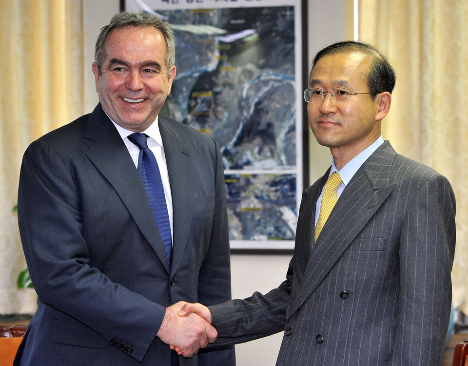 South Korea's nuclear envoy Lim Sung-nam, right, shakes hands with Kurt Campbell, U.S. Assistant Secretary of State for East Asia and Pacific Affairs, before their meeting at the Foreign Ministry in Seoul, South Korea, Monday, April 16, 2012. Campbell is in Seoul as part of an Asian tour aimed to discuss North Korea's recent failed rocket launch. (AP Photo/Jung Yeon-je, Pool)