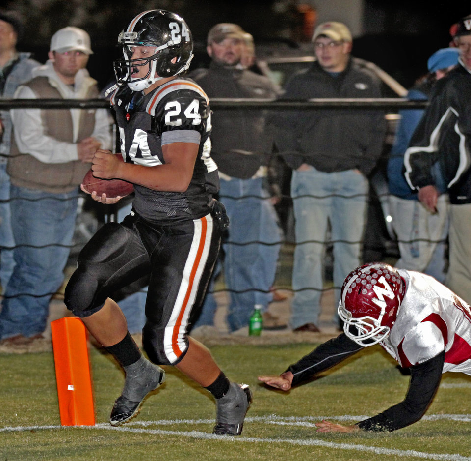 Photo - Wayne's Josh Way (24) scores on a run in the first half as the Wayne Bulldogs play the Wynnewood Savages in District 5, Class A high school football on Friday, Oct. 28, 2011, in Wayne, Okla.    Photo by Steve Sisney, The Oklahoman