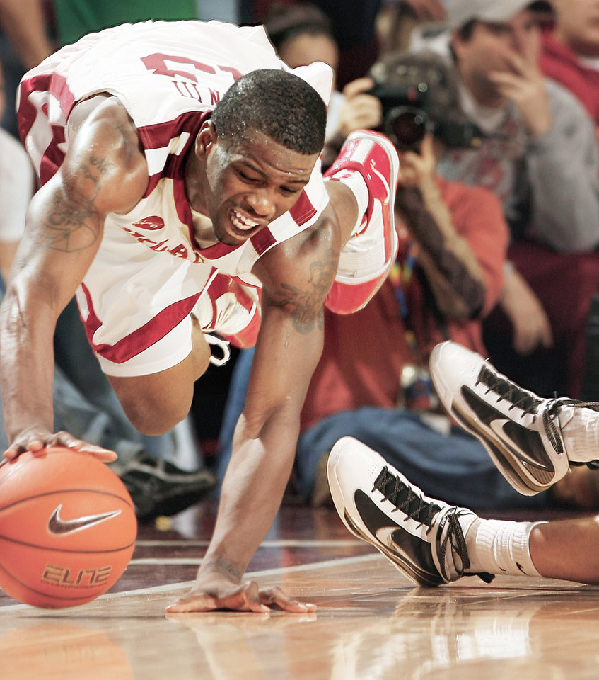 Photo - Willie Warren saves the ball from going out of bounds during a win over Missouri earlier this month. Photo by Steve Sisney, The Oklahoman