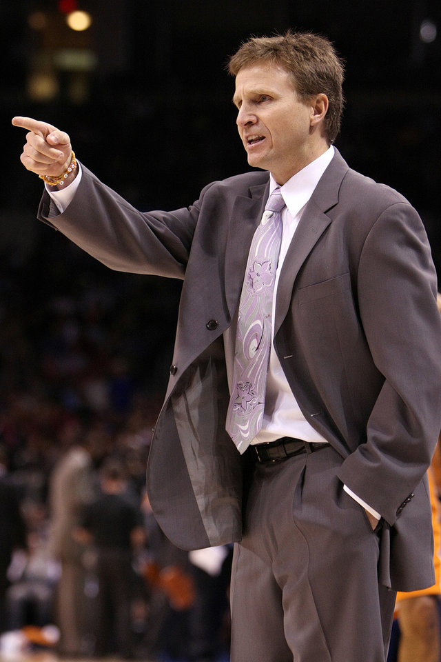 Photo - OKLAHOMA CITY THUNDER NBA BASKETBALL: Oklahoma City Thunder head coach Scott Brooks.    BY HUGH SCOTT, THE OKLAHOMAN ORG XMIT: KOD