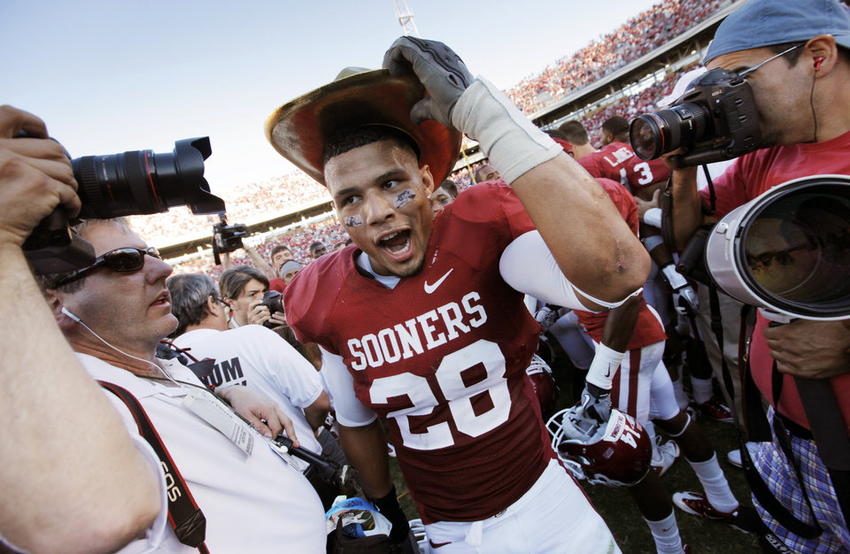 Photo - OU's Travis Lewis (28) wears the Golden Hat trophy after the Red River Rivalry college football game between the University of Oklahoma Sooners (OU) and the University of Texas Longhorns (UT) at the Cotton Bowl on Saturday, Oct. 2, 2010, in Dallas, Texas. OU won, 28-20. Photo by Nate Billings, The Oklahoman