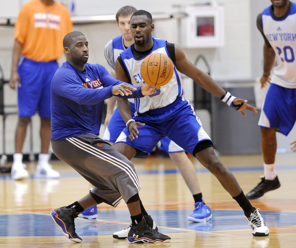 Photo - New York Knicks' Raymond Felton, left, passes the ball as he is guarded by Tim Hardaway, Jr. during NBA basketball training camp Tuesday, Oct. 1, 2013, in Greenburgh, N.Y. (AP Photo/Bill Kostroun)