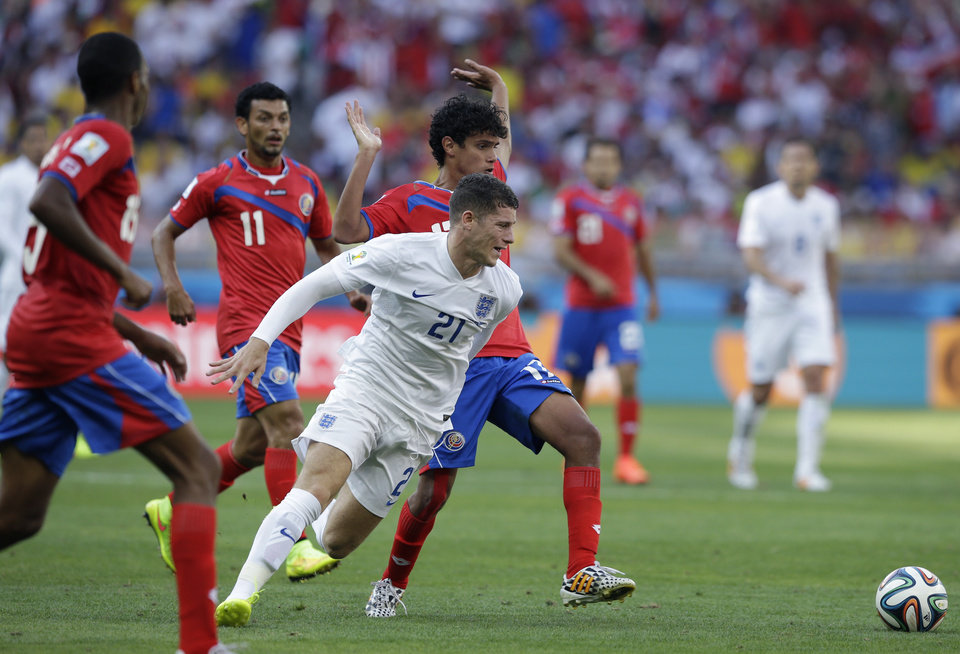 Photo - England's Ross Barkley takes on the Costa Rican defence during the group D World Cup soccer match between Costa Rica and England at the Mineirao Stadium in Belo Horizonte, Brazil, Tuesday, June 24, 2014. (AP Photo/Matt Dunham)