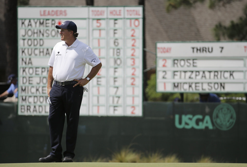 Photo - Phil Mickelson waits to putt on the eighth hole during the second round of the U.S. Open golf tournament in Pinehurst, N.C., Friday, June 13, 2014. (AP Photo/Eric Gay)