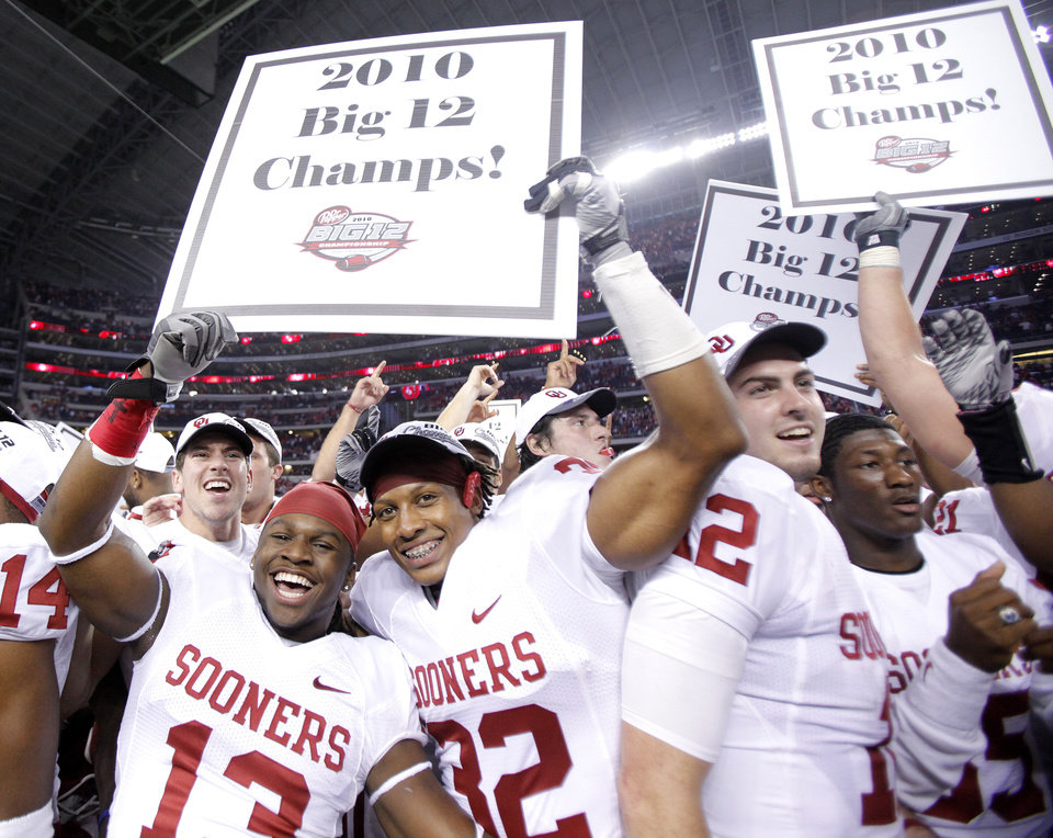 The Sooners celebrate the 23-20 win over Nebraska during the Big 12 football championship game between the University of Oklahoma Sooners (OU) and the University of Nebraska Cornhuskers (NU) at Cowboys Stadium on Saturday, Dec. 4, 2010, in Arlington, Texas.  Photo by Chris Landsberger, The Oklahoman
