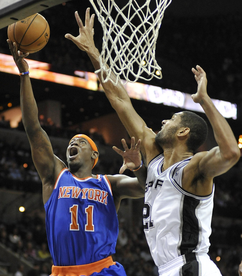 Photo -   New York Knicks' Ronnie Brewer, left, shoots over San Antonio Spurs' Tim Duncan during the first half of an NBA basketball game on Thursday, Nov. 15, 2012, in San Antonio. (AP Photo/Darren Abate)