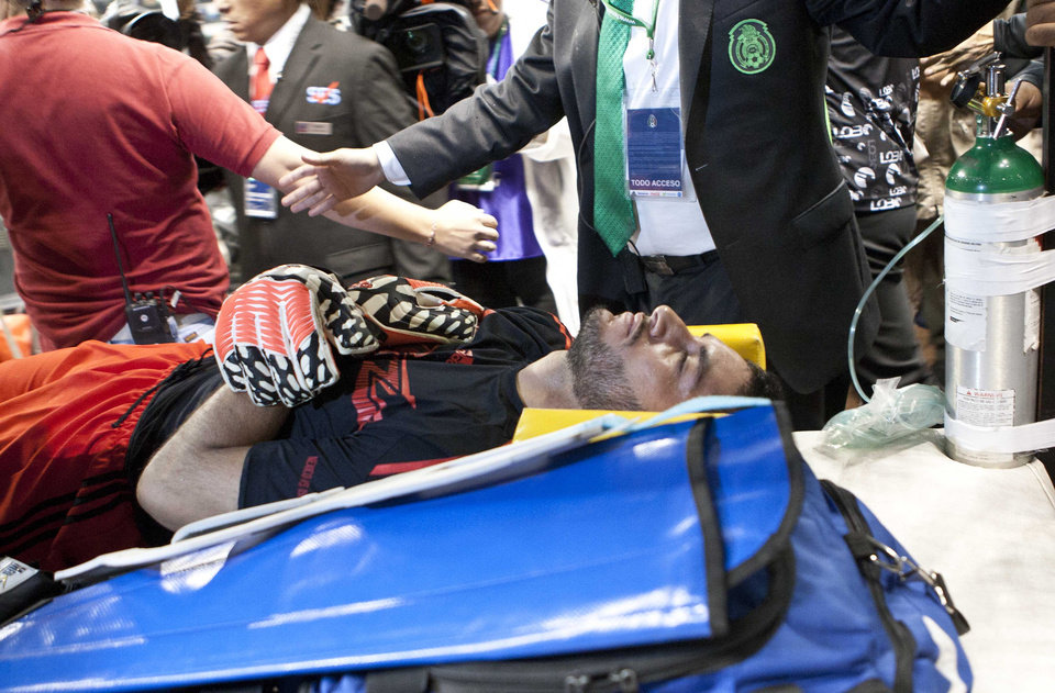 Photo - Mexico's goalkeeper Jesus Corona is taken out of the pitch in a stretcher after suffering an injury, during a friendly match against Israel in Mexico City, Wednesday, May 28, 2014. (AP Photo/Christian Palma)