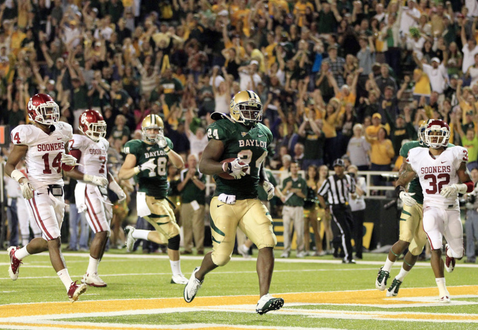 Oklahoma Aaron Colvin (14), Corey Nelson and Jamell Fleming (32) look on as Baylor running back Terrance Ganaway (24) reaches the end zone for a touchdown in the first half of an NCAA college football game Saturday, Nov. 19, 2011, in Waco, Texas. (AP Photo/Tony Gutierrez)
