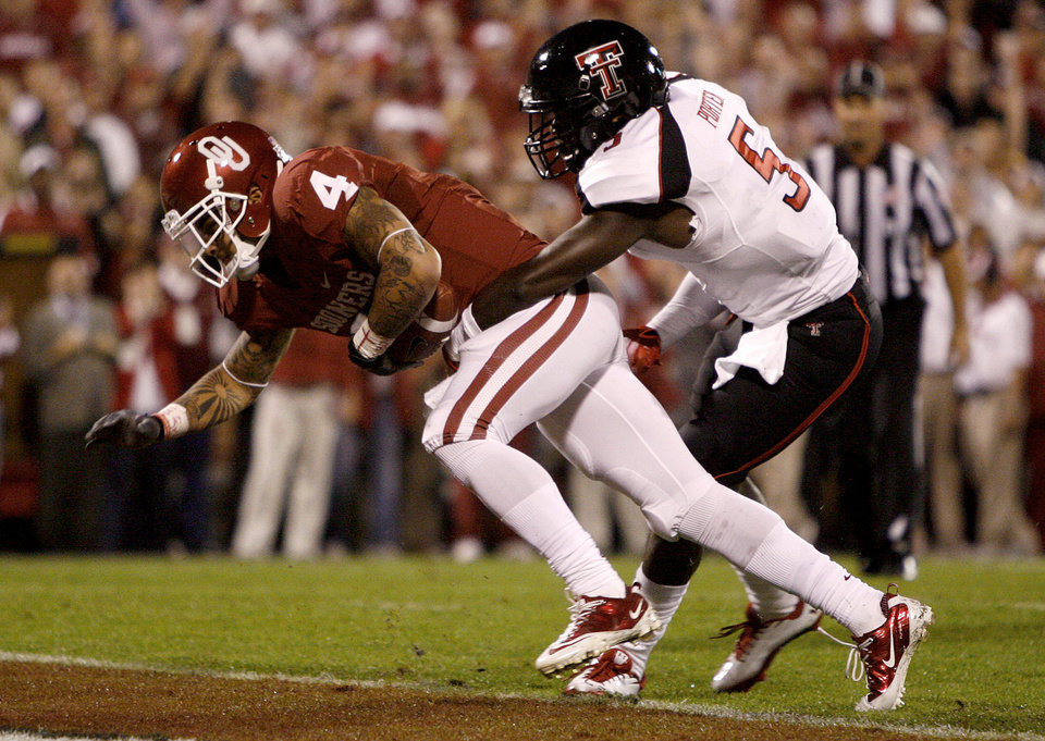 Oklahoma\'s Kenny Stills (4) scores a touchdown in front of Tre\' Porter (5)during the college football game between the University of Oklahoma Sooners (OU) and the Texas Tech University Red Raiders (TTU) at Gaylord Family-Oklahoma Memorial Stadium in Norman, Okla., Saturday, Oct. 22, 2011. Photo by Bryan Terry, The Oklahoman