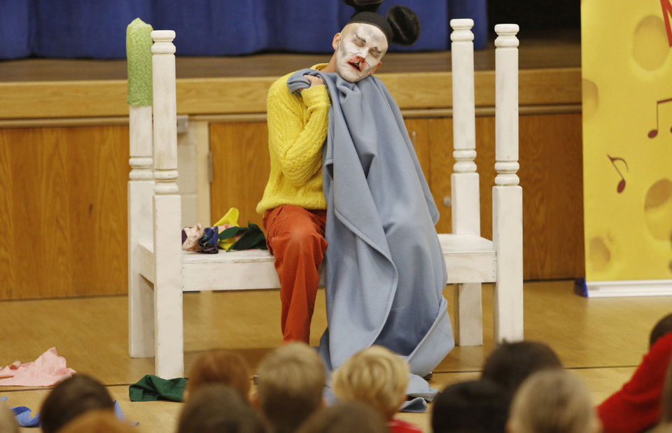 Zac Engle, with the Tulsa Opera, performs �Mooch the Messy� on Monday for Monroe Elementary students in Norman. Photo By Steve Gooch, The Oklahoman