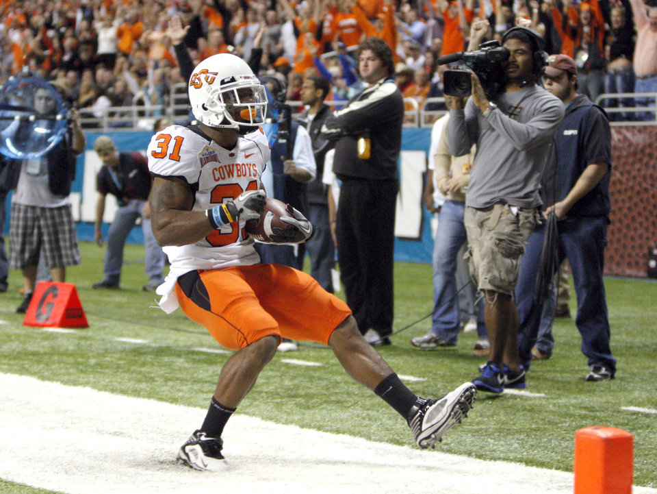 Photo - Oklahoma State's Jeremy Smith (31) celebrates a touchdown during the Valero Alamo Bowl college football game between the Oklahoma State University Cowboys (OSU) and the University of Arizona Wildcats at the Alamodome in San Antonio, Texas, Wednesday, December 29, 2010. Photo by Sarah Phipps, The Oklahoman