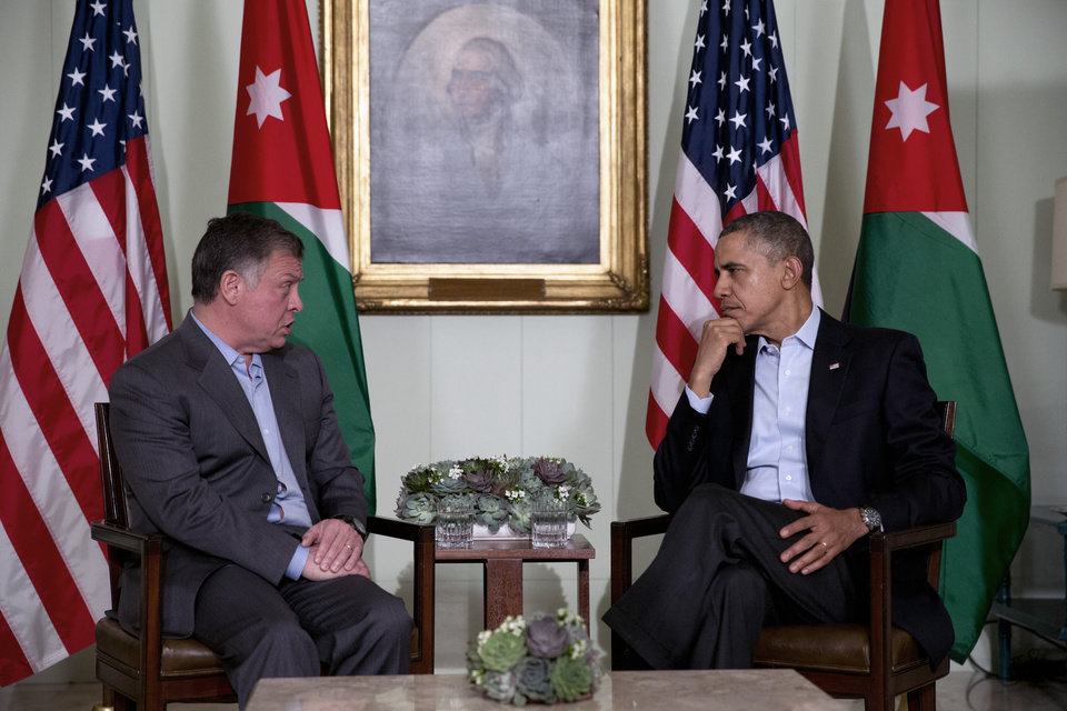 Photo - President Barack Obama, right, meets with Jordan's King Abdullah II at The Annenberg Retreat at Sunnylands, Rancho Mirage, Calif., Friday, Feb. 14, 2014. (AP Photo/Jacquelyn Martin)
