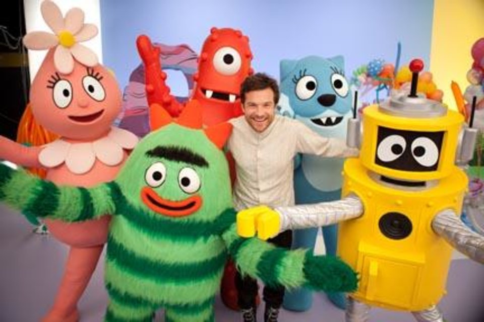 Jason Bateman guest stars in YO GABBA GABBA! on Nickelodeon