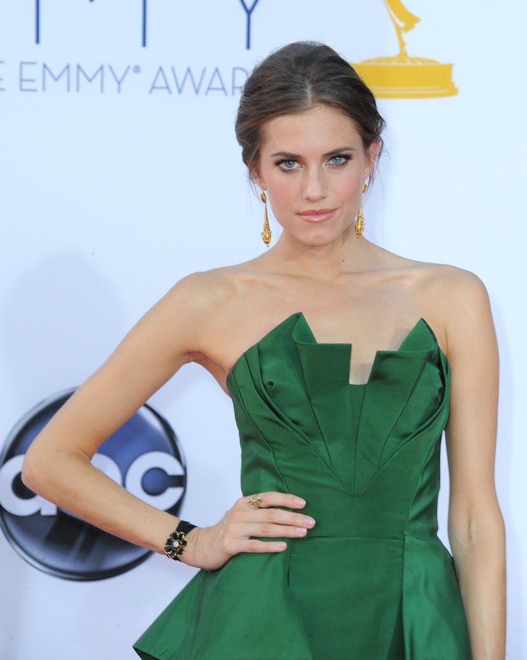Photo -   Actress Allison Williams arrives at the 64th Primetime Emmy Awards at the Nokia Theatre on Sunday, Sept. 23, 2012, in Los Angeles. (Photo by Jordan Strauss/Invision/AP)