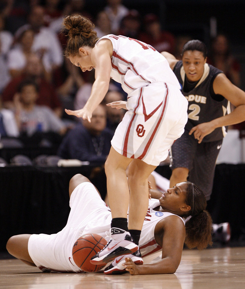 Photo - Carlee Roethlisberger and Courtney Paris try for a loose ball in the first half as the University of Oklahoma (OU) plays Purdue in the NCAA women's basketball regional tournament finals at the Ford Center in Oklahoma City, Okla., Tuesday, March 31, 2009.   Photo by Steve Sisney, The Oklahoman