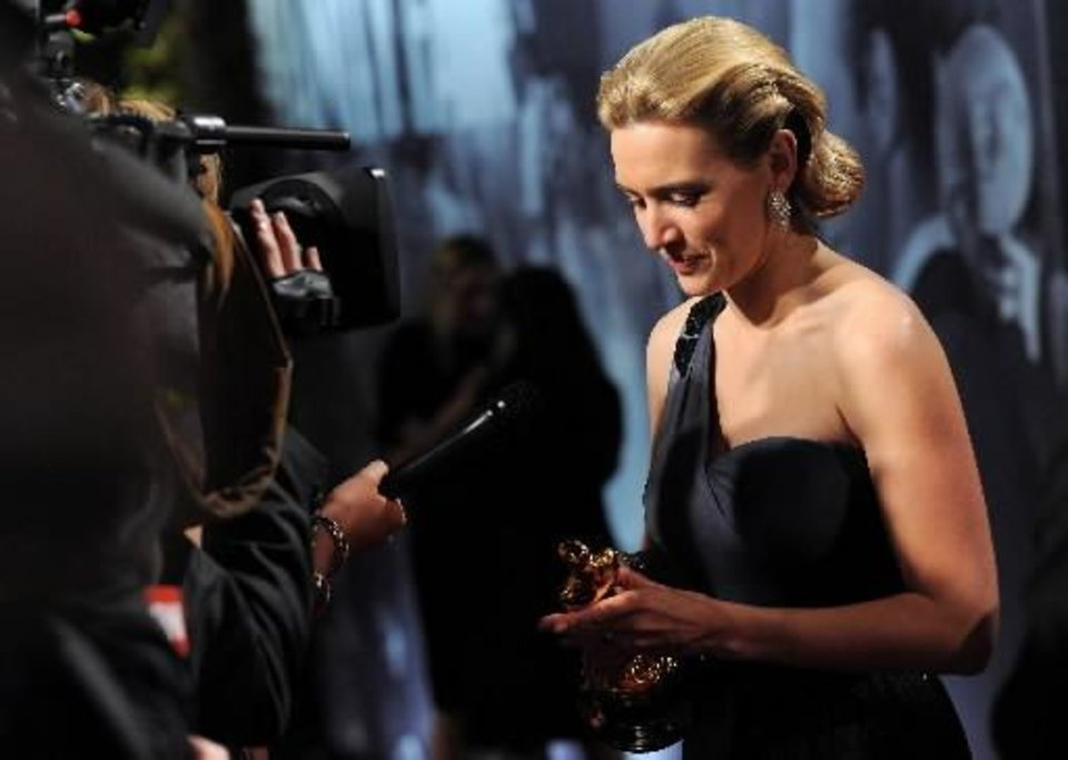 Photo - Actress Kate Winslet arrives at the Vanity Fair  Oscar party with her  Oscar for Best Actress on Sunday, Feb. 22, 2009, in West Hollywood, Calif. (AP Photo/Evan Agostini)