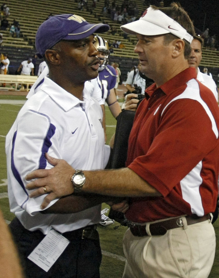 Photo - Oklahoma head coach Bob Stoops and Washington head coach Ty Willingham shake hands after the Sooners' 55-14 win in the college football game between the University of Oklahoma Sooners (OU) and the University of Washington Huskies (UW) at Husky Stadium on Saturday, Sep. 13, 2008, in Seattle, Wash.   by Chris Landsberger, The Oklahoman ORG XMIT: KOD