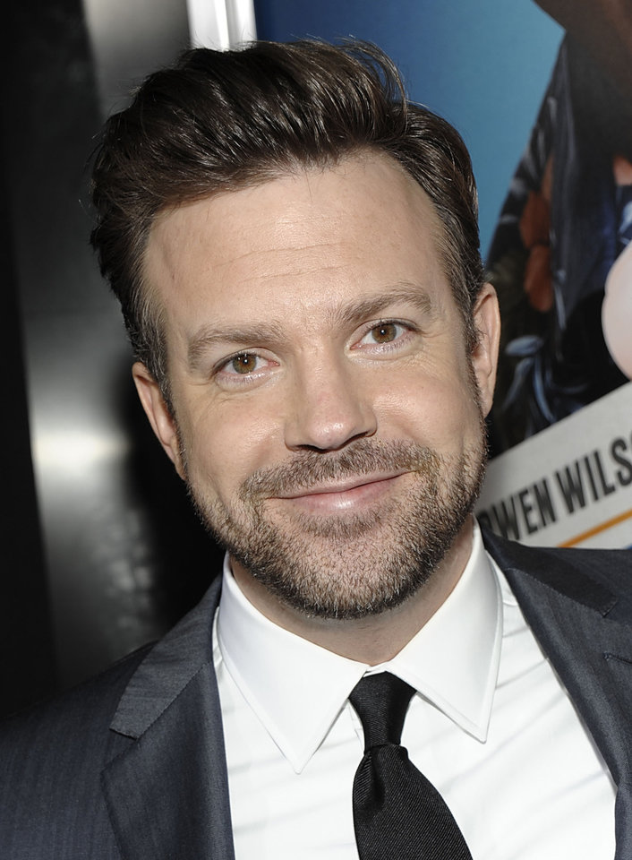 "FILE - In this Feb. 23, 2011 file photo, actor Jason Sudeikis arrives at the premiere of the feature film ""Hall Pass"" in Los Angeles. Sudeikis will host the MTV Movie Awards on June 5. (AP Photo/Dan Steinberg, file)"