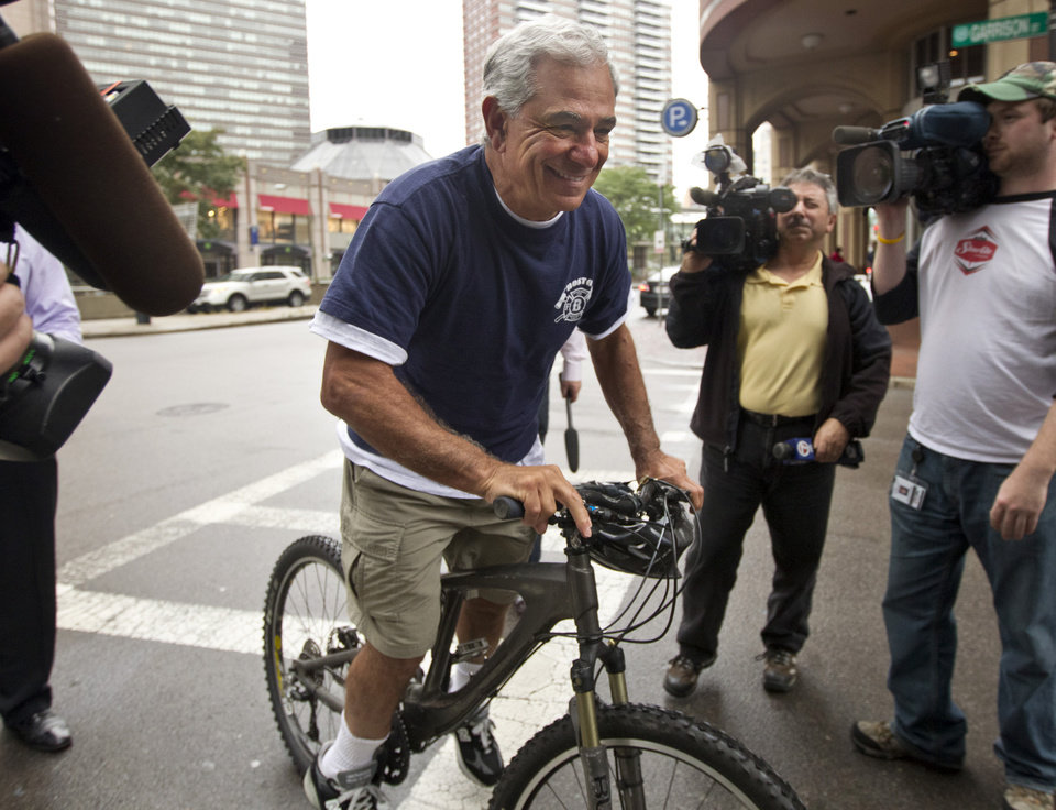 Photo -   Former Boston Red Sox Manager Bobby Valentine sets out for a bike ride on Boston's Huntington Ave., Thursday, Oct. 4, 2012. Valentine was fired Thursday, the day after the Red Sox ended the season with a record of 69-93, the ball club's worst record in almost 50 years. (AP Photo/The Boston Globe, Matthew J. Lee) MANDATORY CREDIT. NO ONLINE USE. MAGS OUT. NO SALES. BOSTON OUT. QUINCY OUT.