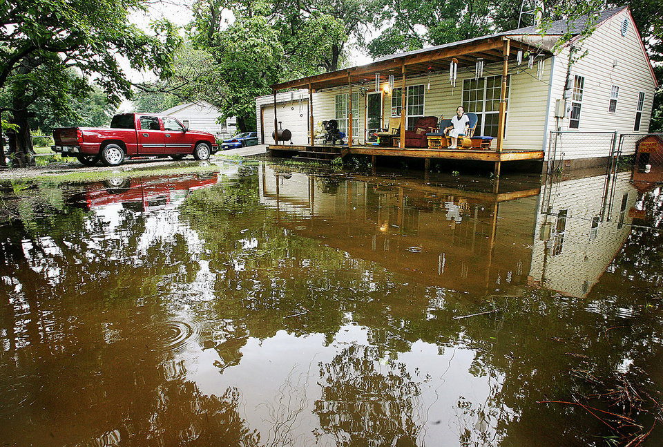 Photo - Extended periods of heavy rains caused Crutcho Creek to swell over its banks in June 2007.  Water surrounds this home in the 2100 block of N Boyd Avenue. Photo By Jim Beckel, The Oklahoman Archives