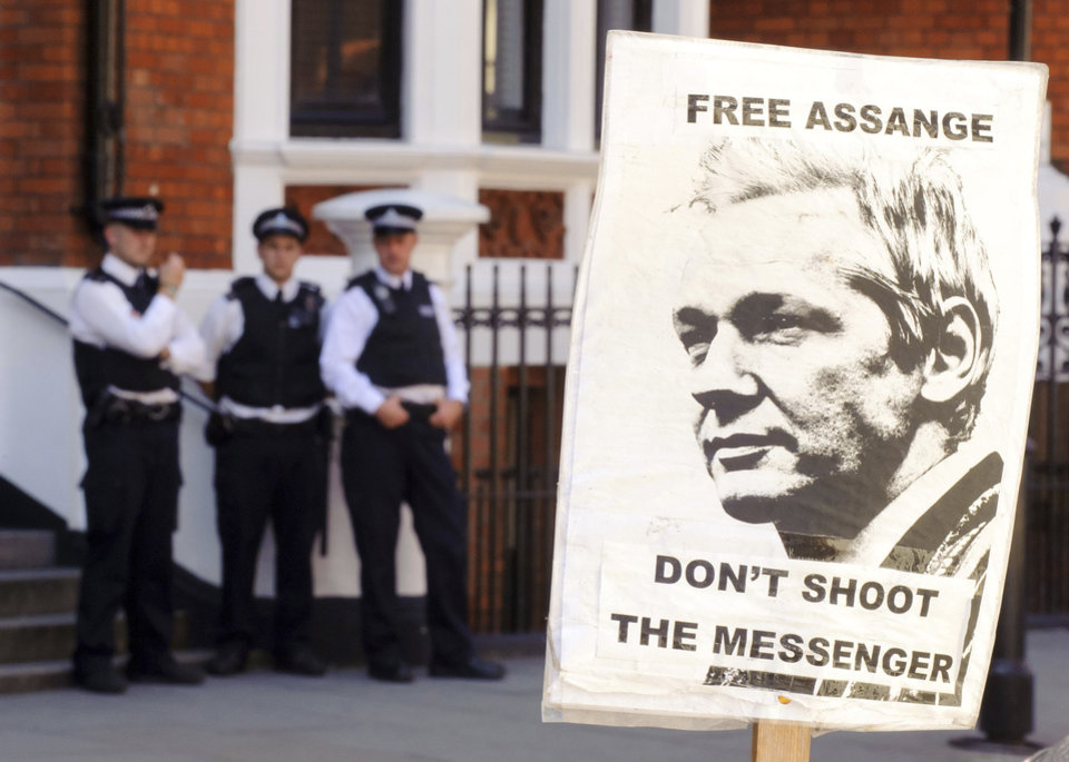Photo -   A pro-Julian Assange placard is seen outside the Embassy of Ecuador, in central London, Saturday August 18, 2012, where Wikileaks founder Julian Assange is claiming asylum in an effort to avoid extradition to Sweden. Authorities in Sweden want to question Assange over allegations made by two women who accuse him of sexual misconduct during a visit to the country in mid-2010, but Assange asserts that the US will try to extradite him from Sweden to answer allegations relating to the WikiLeaks publication of US secrets. (AP Photo / Dominic Lipinski/PA) UNITED KINGDOM OUT - NO SALES - NO ARCHIVES