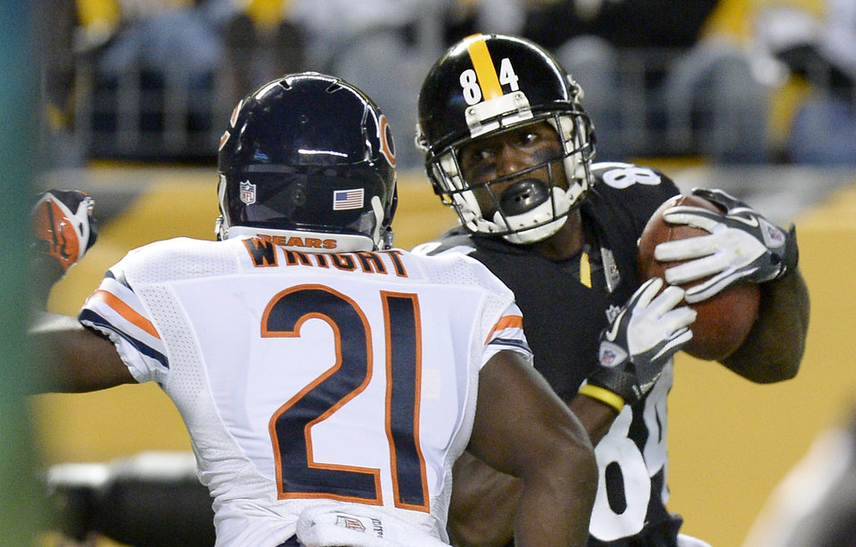 Photo - Pittsburgh Steelers wide receiver Antonio Brown (84) makes a touchdown catch in front of Chicago Bears strong safety Major Wright (21) in the second quarter of an NFL football game on Sunday, Sept. 22, 2013, in Pittsburgh. (AP Photo/Don Wright)