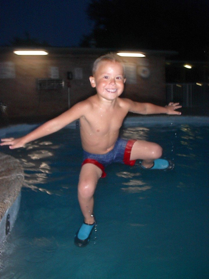 wildman kash jumping in pool. he can fly to see...<br/><b>Community Photo By:</b> Tama<br/><b>Submitted By:</b> Tama, Midwest