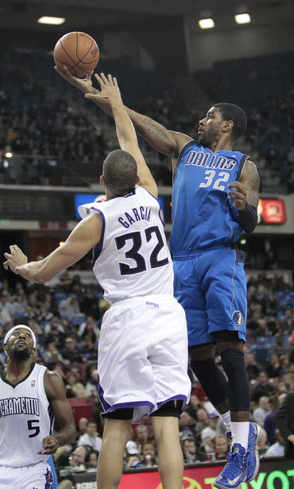 Dallas Mavericks  guard O.J. Mayor, right, drives to the basket against Sacramento Kings forward Francisco Garcia during the first quarter of an NBA basketball game in Sacramento, Calif., Thursday, Jan. 10, 2013. (AP Photo/Rich Pedroncelli