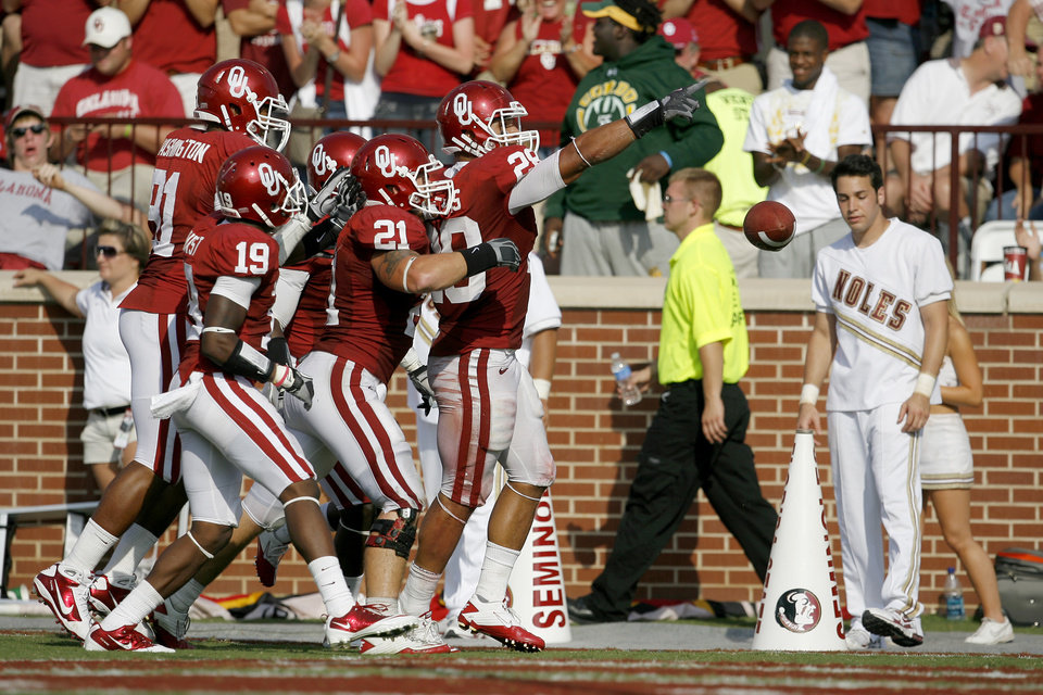 Photo - OU's Travis Lewis celebrates after an interception during the second half of the college football game between the University of Oklahoma Sooners (OU) and Florida State University Seminoles (FSU) at the Gaylord Family-Oklahoma Memorial Stadium on Saturday, Sept. 11, 2010, in Norman, Okla.   Photo by Bryan Terry, The Oklahoman