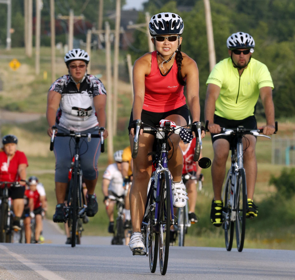 Photo -  Riders travel east on Robinson Street during the annual Norman Conquest bike ride that benefits the J.D. McCarty Center. PHOTO BY STEVE SISNEY, THE OKLAHOMAN   STEVE SISNEY