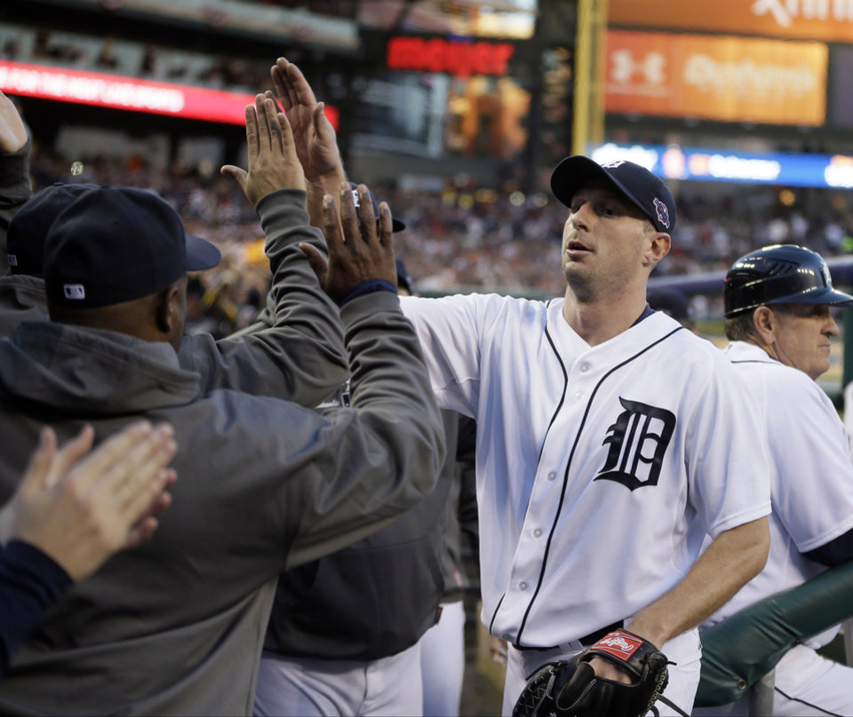 Photo -   Detroit Tigers' Max Scherzer is congratulated by teammates after being taken out of the game in the sixth inning during Game 4 of the American League championship series against the New York Yankees Thursday, Oct. 18, 2012, in Detroit. (AP Photo/Matt Slocum)
