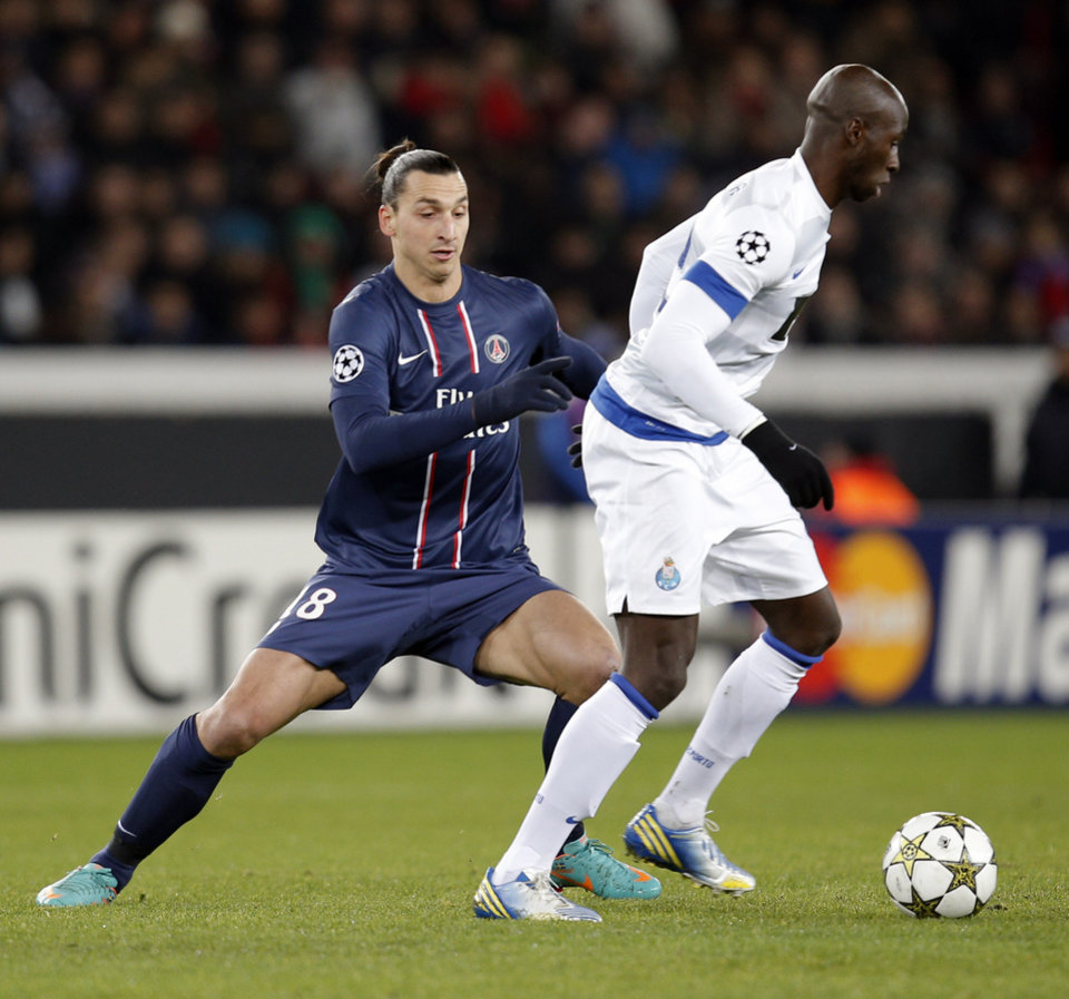 Paris Saint-Germain's Zlatan Ibrahimovic, left, battles for the ball with FC Porto's Eliaquim Mangala during their Champions League soccer match at the Parc des Princes stadium, in Paris, Tuesday, Dec. 4, 2012. (AP Photo/Christophe Ena)