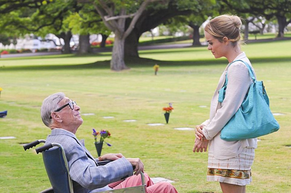 """Ohuna"" -- Mary (Taryn Manning, right) visits the grave of her deceased father with the support of her friend, Morty Sapperstein (Shelley Berman, left), on HAWAII FIVE-0, Monday, Nov. 19 (10:00-11:00 PM, ET/PT) on the CBS Television Network.   Photo: Norman Shapiro/CBS  ©2012 CBS Broadcasting, Inc. All Rights Reserved."