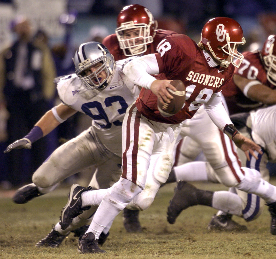 Kansas City , MU, Saturday December 6, 2003.The University of Oklahoma against Kansas State University during the Big 12 college football championship game at Arrowhead Stadium.  Jason White of OU is chased out of the pocket by Scott Edmonds of KSU.  Staff photo by Bryan Terry