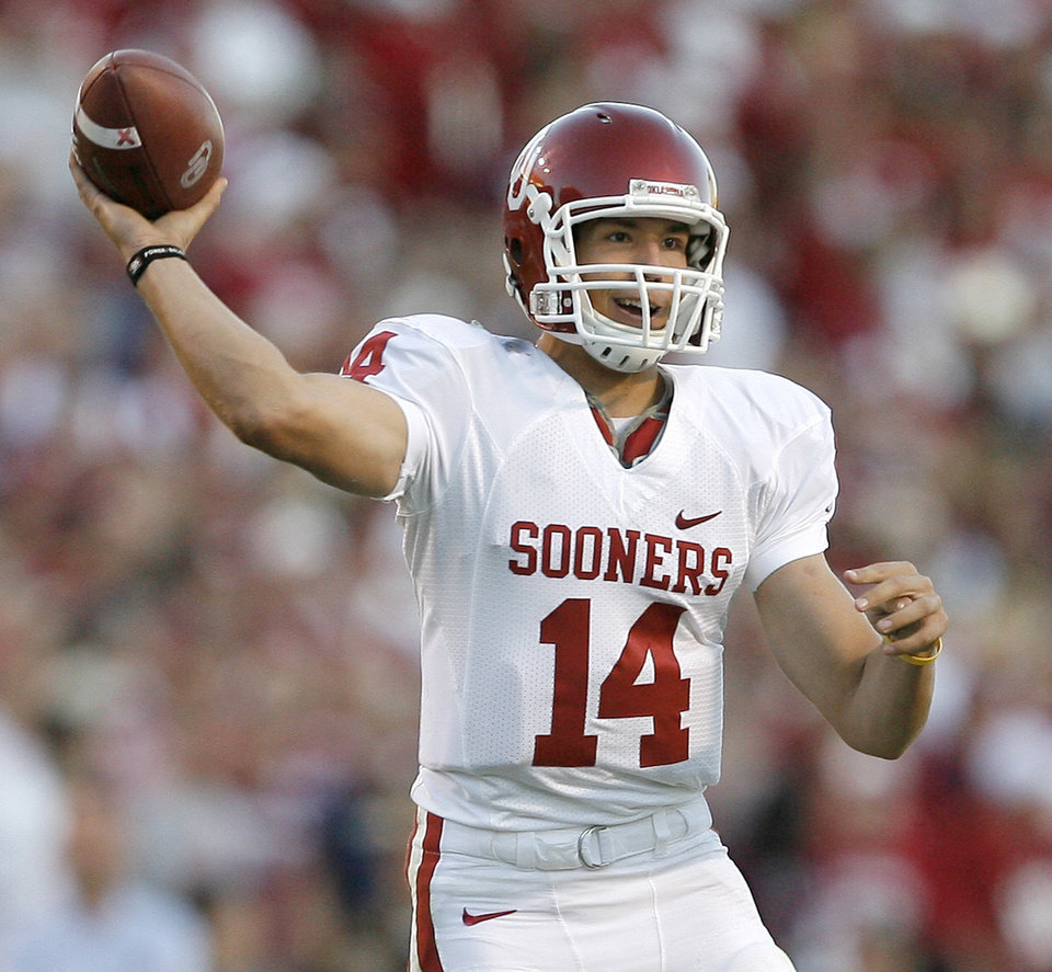 Photo - OU's Sam Bradford throws the ball in the second half during the college football game between the University of Oklahoma and Texas A&M University at Kyle Field in College Station, Texas, Saturday, November 8, 2008.  BY BRYAN TERRY, THE OKLAHOMAN