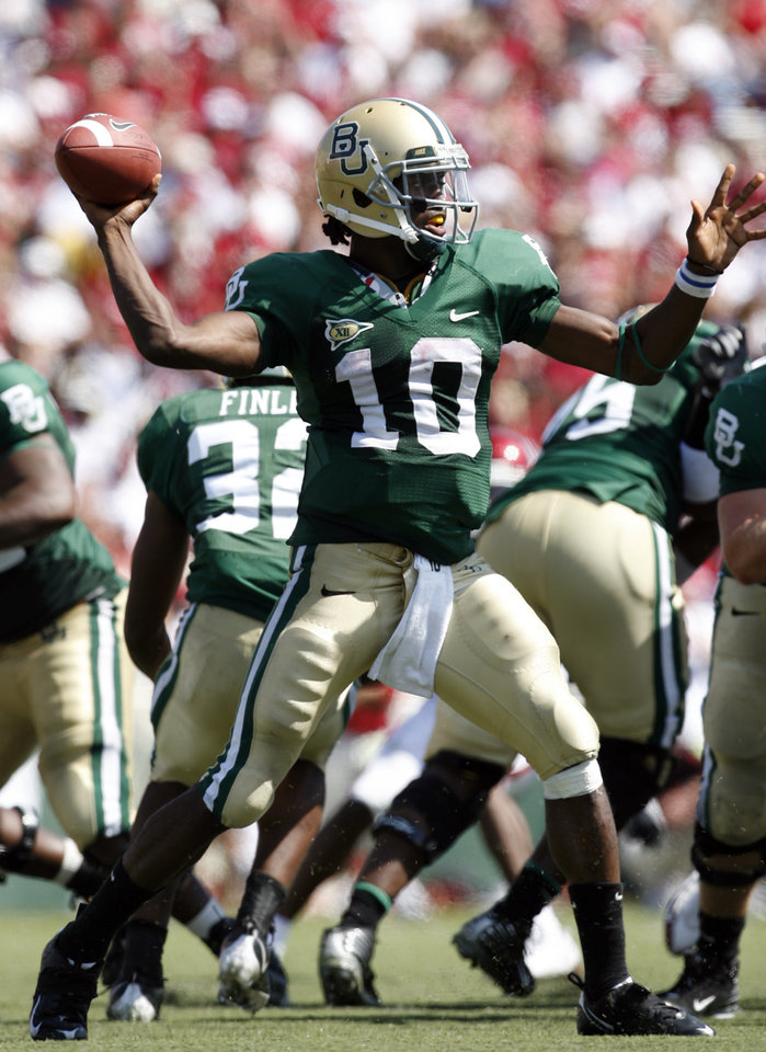 Robert Griffin throws in the second half during the college football game between Oklahoma (OU) and Baylor University at Floyd Casey Stadium in Waco, Texas, Saturday, October 4, 2008.   BY STEVE SISNEY, THE OKLAHOMAN